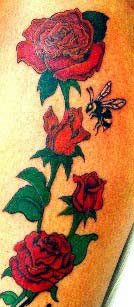 Tattoo Rote Rose mit Biene